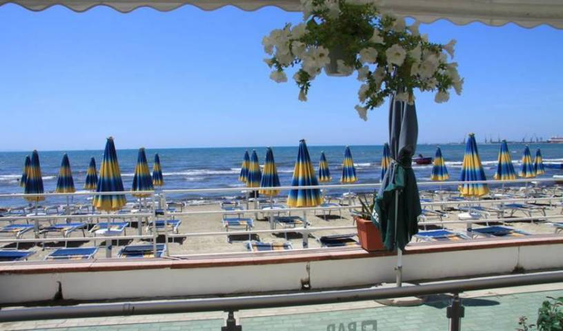 Vivas Hotel - Search for free rooms and guaranteed low rates in Durres 7 photos