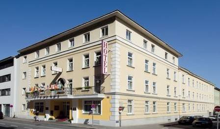 Goldenes Theater Hotel, bed & breakfasts in locations with the best weather 10 photos