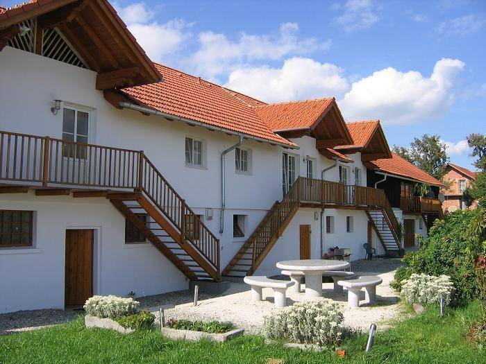 Geinberg Suites and Via Nova Center, Polling im Innkreis, Austria, Austria hostels and hotels