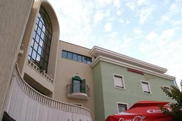 Aparthotel Bellevue, Trogir in Croatia, Croatia, Seng & Frokoster i nærheten av musikkfestivalen og konserter i Trogir in Croatia