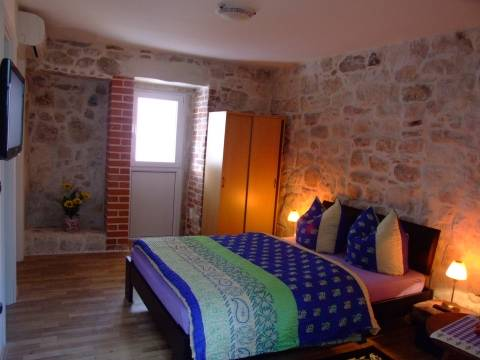 Apartments Mainz, Split, Croatia, book bed & breakfasts and hotels now with IWBmob in Split