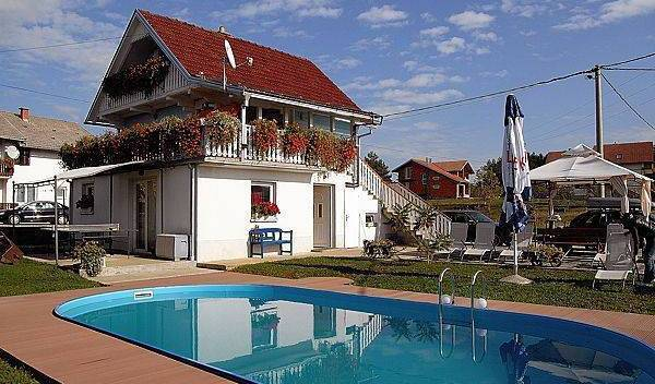 Apartments Plitvicer Seen - Search for free rooms and guaranteed low rates in Rakovica, best vacations at the best prices in Grabovac, Croatia 4 photos