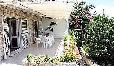 Apartment Tudor - Get cheap hostel rates and check availability in Hvar, pilgrimage hostels and cheap hotels in Komi?a, Croatia 4 photos