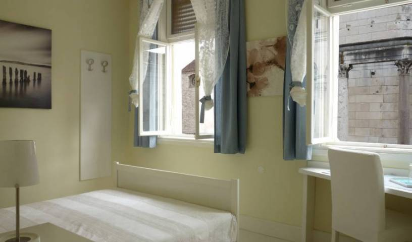 Diocletian Rooms - Search for free rooms and guaranteed low rates in Split, hostels, lodging, and special offers on accommodation in Split, Croatia 1 photo