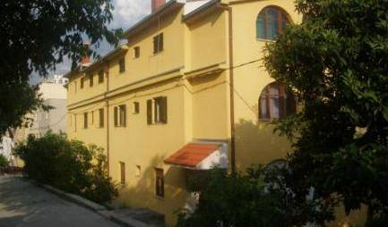 Rooms Gorky - Get cheap hostel rates and check availability in Split, youth hostel 6 photos