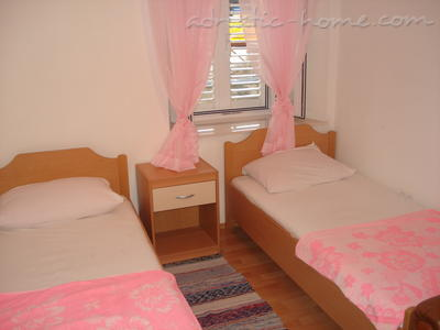 Mery Room, Dubrovnik, Croatia, travel and hostel recommendations in Dubrovnik