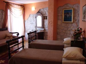 Palace Derossi, City of Trogir, Croatia, female friendly bed & breakfasts and hotels in City of Trogir