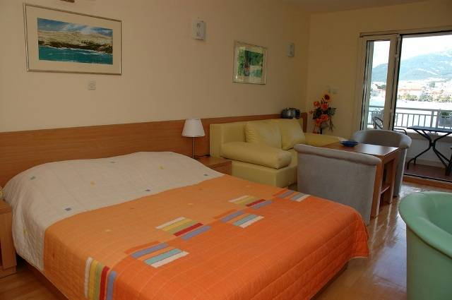 Studios Lulic, Makarska, Croatia, safest countries to visit, safe and clean hostels in Makarska