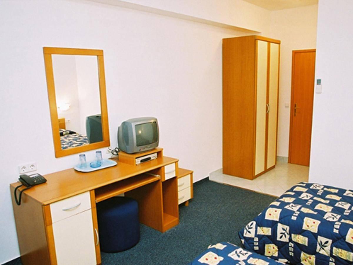 Villa Javor, Podstrana, Croatia, book unique lodging, apartments, and hostels in Podstrana