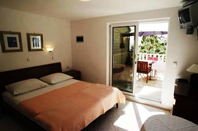 Villa Kristonia, Hvar, Croatia, what is a backpackers hostel? Ask us and book now in Hvar