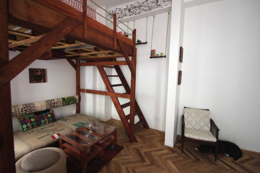 Trendy Downtown Apartment DIY, Prague, Czech Republic, backpacking and cheap lodging in Prague