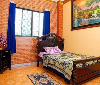 Hostal Suites Madrid, Guayaquil, Ecuador, Các ký túc xá trong Khu Di sản Thế giới của UNESCO trong Guayaquil