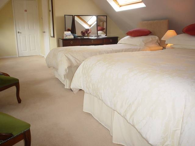 Tally Ho Bed And Breakfast, Cheltenham, England, secure online booking in Cheltenham