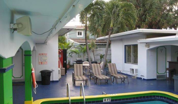 Deauville Hostel and Crewhouse - Get cheap hostel rates and check availability in Fort Lauderdale 14 photos