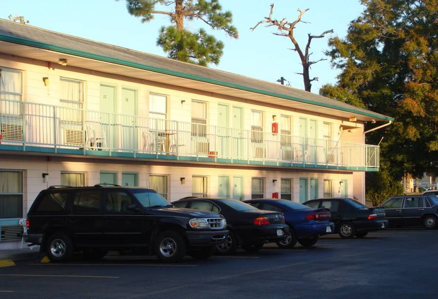 Palm Lake Front Resort and Hostel, Kissimmee, Florida, Florida hostels and hotels