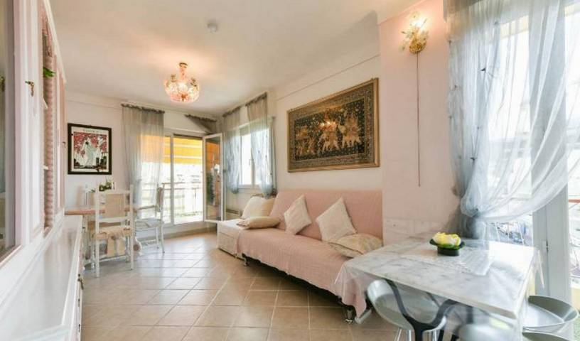 Boite D'amour -  Cannes, big savings on bed & breakfasts in destinations worldwide in Menton, France 54 photos
