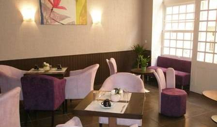 Hotel Portalet, bed & breakfasts near the museum and other points of interest in Six-Fours-les-Plages, France 6 photos