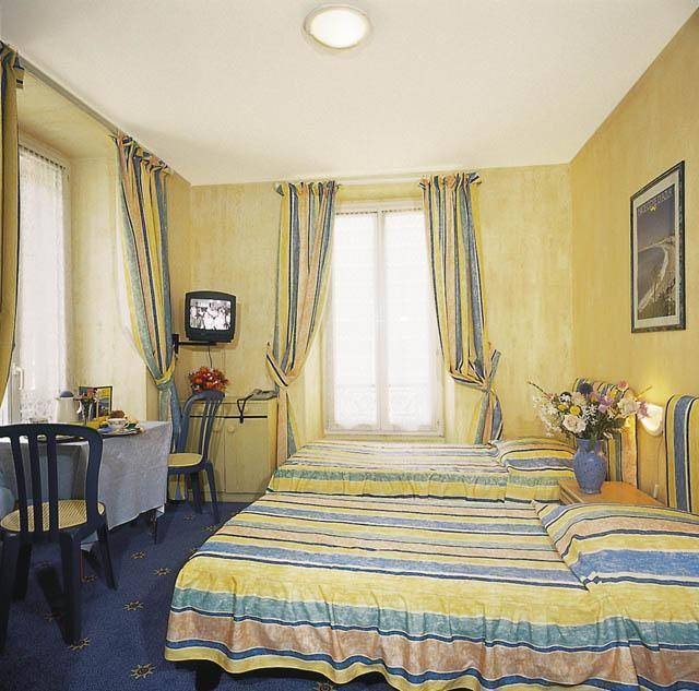 Hostel Meyerbeer Beach, Nice, France, bed & breakfast reviews and discounted prices in Nice