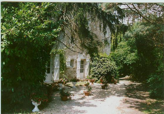 La Vallee Bed And Breakfast, Fontenay Le Comte, France, get travel routes and how to get there in Fontenay Le Comte