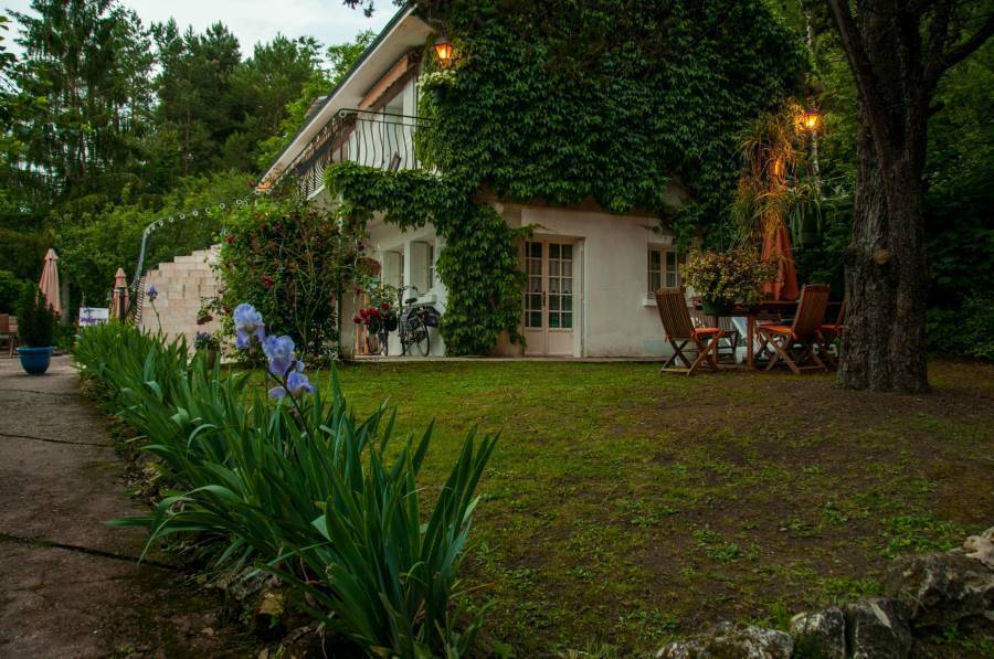 Les Iris, Monthou-sur-cher, France, France bed and breakfasts and hotels