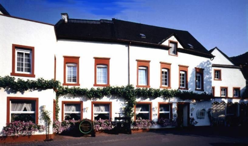 Weinhaus Hotel Zum Josefshof - Get cheap hostel rates and check availability in Graach, backpacker hostel 7 photos
