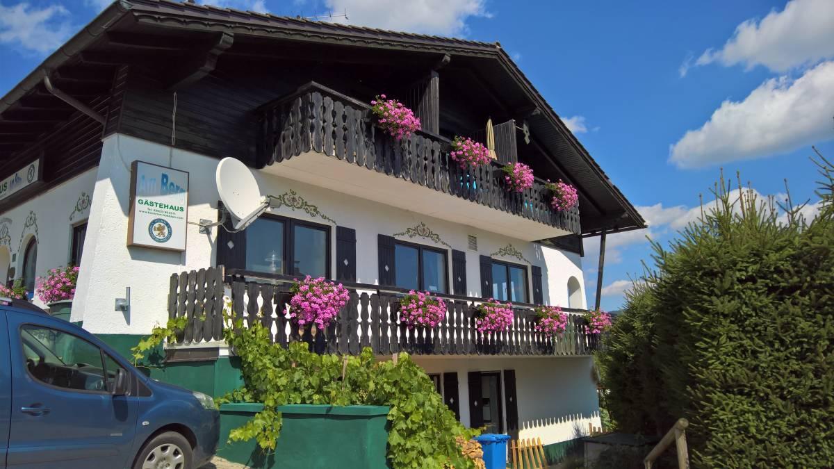 Gaestehaus Am Berg, Bayerisch Eisenstein, Germany, Durchsuchen Sie Fotos und Bewertungen und buchen Sie ein einzigartiges Bett & Frühstück oder Hotel im Bayerisch Eisenstein