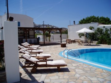 Brother's Hotel, Ios, Greece, bed & breakfasts near metro stations in Ios