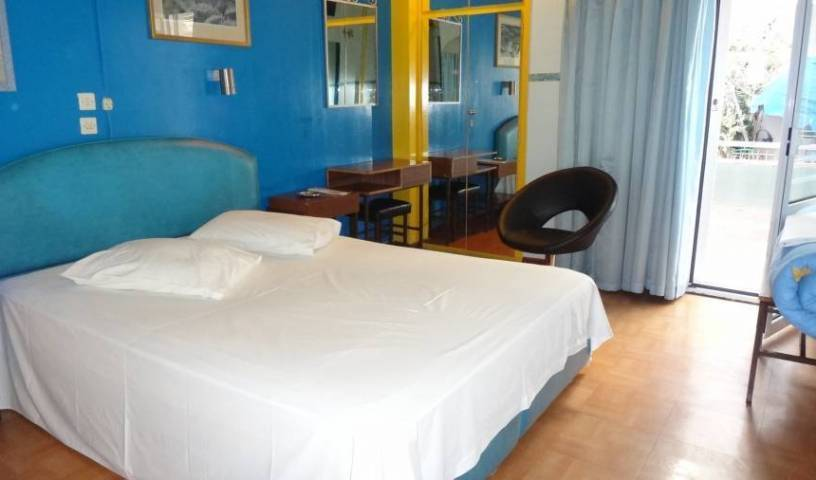 Hotel Frida - Get cheap hostel rates and check availability in Athens 3 photos