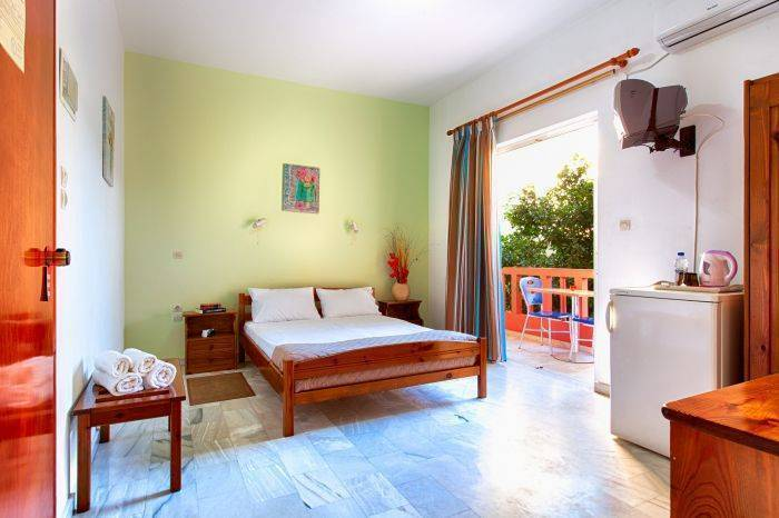 Revekka Rooms, Kissamos, Greece, compare with famous sites for bed & breakfast bookings in Kissamos