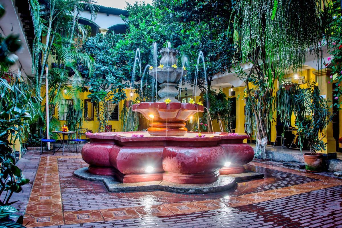 Posada San Vicente, Antigua Guatemala, Guatemala, bed & breakfasts with free wifi and cable tv in Antigua Guatemala