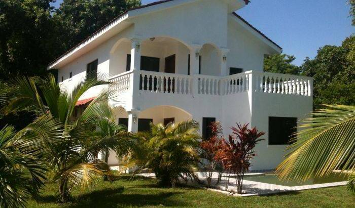 Coco Pando Beach - Get cheap hostel rates and check availability in La Ceiba 10 photos
