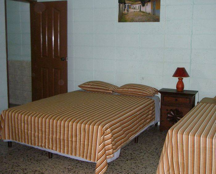 Guesthouse Dos Molinos BB, San Pedro Sula, Honduras, affordable posadas, pensions, hotels, rural houses, and apartments in San Pedro Sula