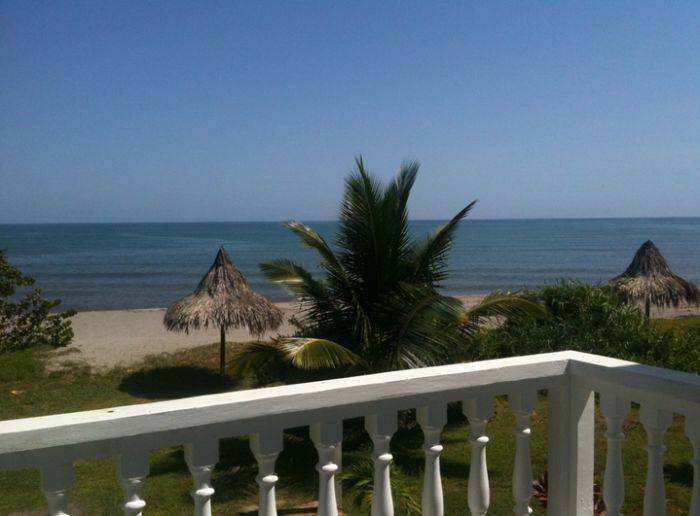 Coco Pando Beach, La Ceiba, Honduras, book hostels and backpackers now with IWBmob in La Ceiba
