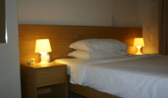 Kingston Inn - Search available rooms and beds for hostel and hotel reservations in Causeway Bay 1 photo