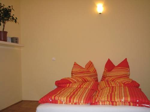 Emerald Hostel Budapest, Budapest, Hungary, hostels near tours and celebrities homes in Budapest
