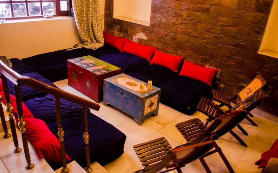 Boribista, New Delhi, India, youth hostels and backpackers for mingling with locals in New Delhi