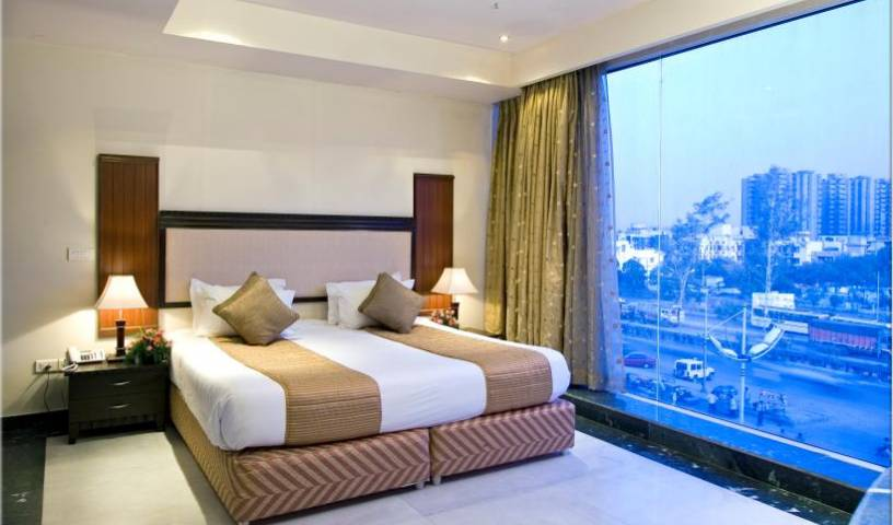 Clarks Inn - Pacific Mall - Get cheap hostel rates and check availability in Ghaziabad 4 photos