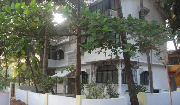 Shalom Guest House - Get cheap hostel rates and check availability in Candolim 28 photos