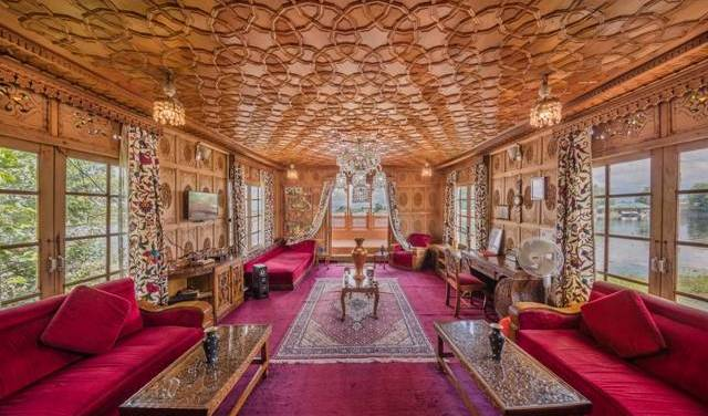 Floating Heaven Houseboats - Search for free rooms and guaranteed low rates in Srinagar, get travel routes and how to get there in Sr?nagar (Srinagar), India 20 photos