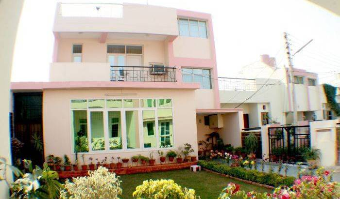 Gardenvilla Homestay - Search available rooms and beds for hostel and hotel reservations in Agra, cheap hostels 6 photos