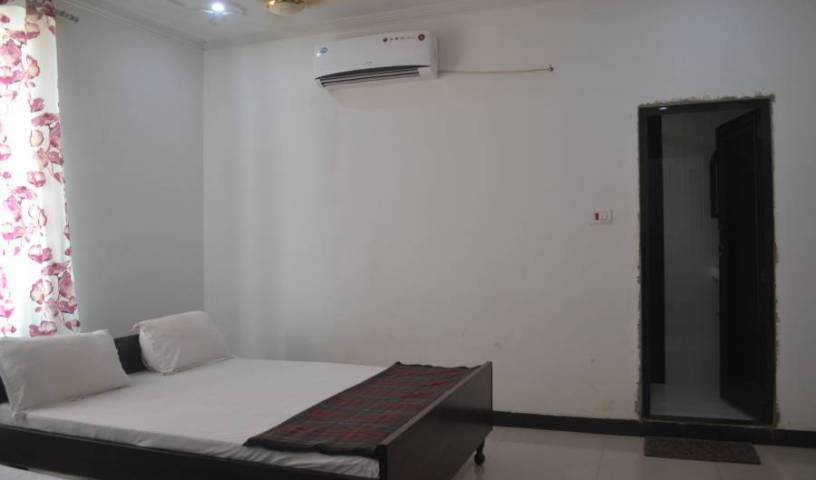 Hotel Arya - Search available rooms and beds for hostel and hotel reservations in Varanasi, cheap hostels 18 photos
