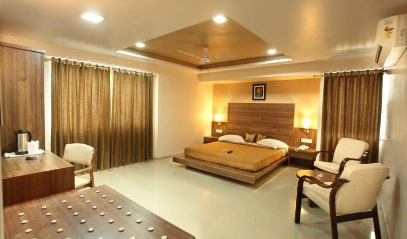 Hotel Classique - Get cheap hostel rates and check availability in Rajkot 10 photos