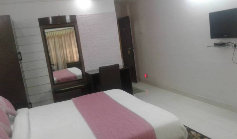 Hotel Mayfair Inn - Search for free rooms and guaranteed low rates in Kanpur 16 photos