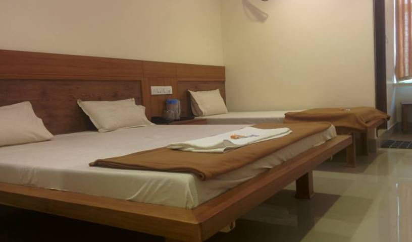 Hotel New White House Lodging -  Hyderabad 11 photos