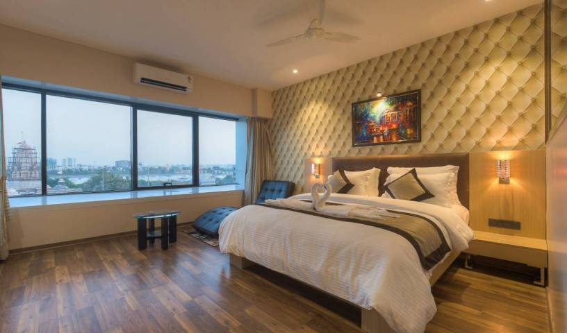 Hotel Sadbhav Villa - Get cheap hostel rates and check availability in Surat 7 photos