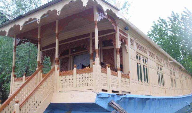 Houseboat New Bul Bul, go on a cheap vacation in Sr?nagar (Srinagar), India 3 photos