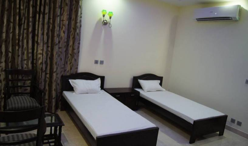 Kapoor Residency - Get cheap hostel rates and check availability in Noida, Uttar Pradesh 7 photos