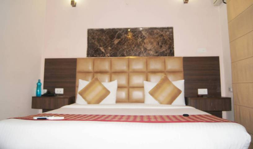 Moon Hospitality - Search for free rooms and guaranteed low rates in Gurgaon 1 photo