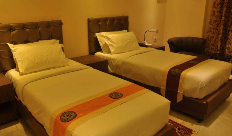 Sher E Punjab - Search available rooms and beds for hostel and hotel reservations in Kolkata 13 photos