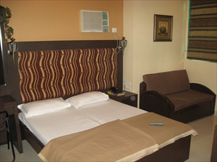 Hotel Highway Residence, Breach Candy, Mumbai, India, India hostels and hotels